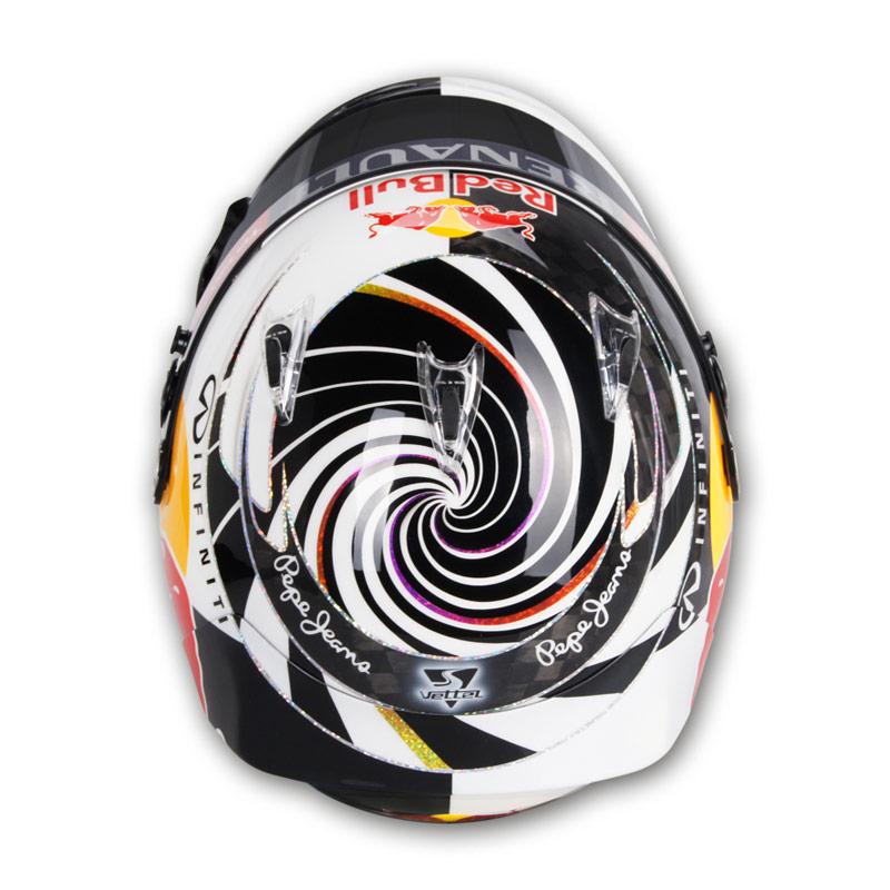 шлем Себастьяна Феттеля со спиральками на Гран-при Малайзии 2012 - вид сверху