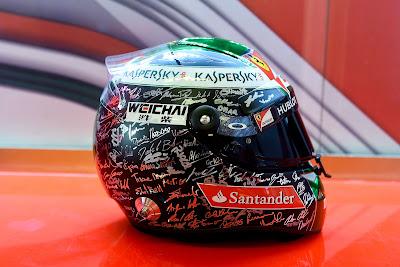 шлем Фернандо Алонсо на прощание Ferrari на Гран-при Абу-Даби 2014