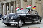 alter BMW am Brandenburger Tor