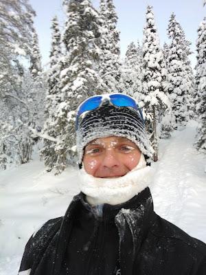 Хейкки Ковалайнен в снегу в лесу 20 декабря 2012