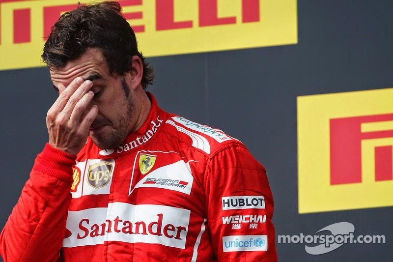 Фернандо Алонсо фэйспалмит на подиуме Гран-при Венгрии 2014