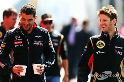 Гийом Роклен и Ромэн Грожан идут по паддоку Нюрбургринга на Гран-при Германии 2013