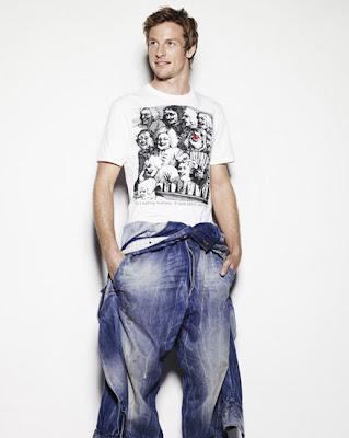 фотосессия Дженсона Баттона в голубых джинсах