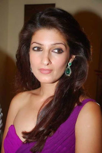 Twinkle Khanna Hot Sexy Bikini Image Gallery