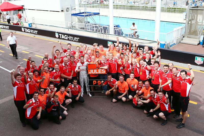 Жюль Бьянки празднует первые очки для себя и команды Marussia в Формуле-1 на Гран-при Монако 2014
