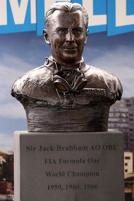 бюст Джека Брэбэма в Альберт-Парке на Гран-при Австралии 2013