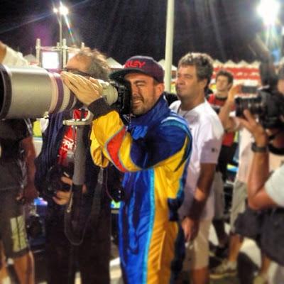 Фернандо Алонсо - фотограф на картинговой гонке во Флорианополисе - январь 2013