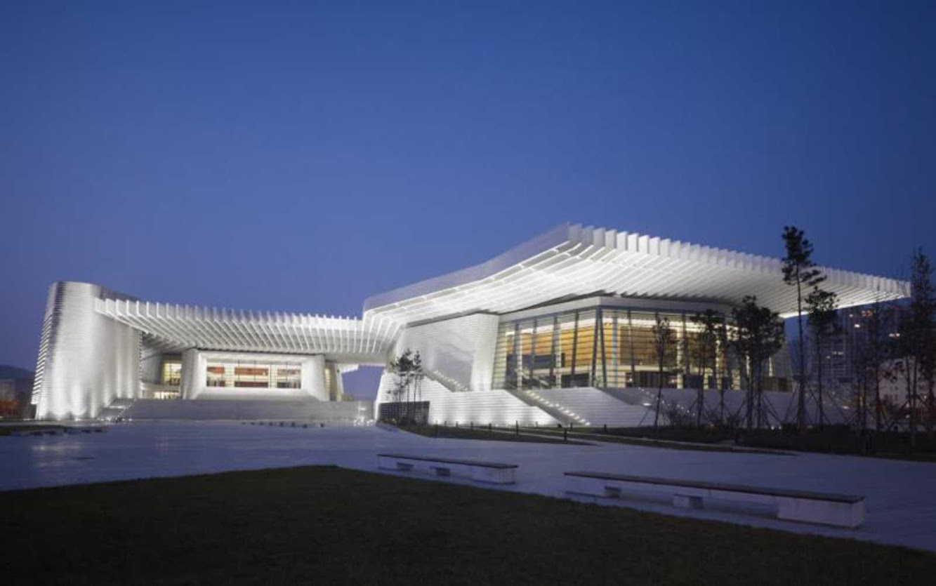 Tsingtao, Sciantung, Cina: Qingdao Grand Theater by Gmp Architekten