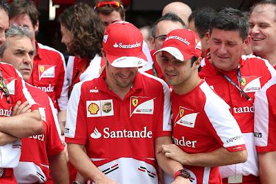 Фелипе Масса поздравляет Фернандо Алонсо с 200-ой гонкой на Гран-при Малайзии 2013