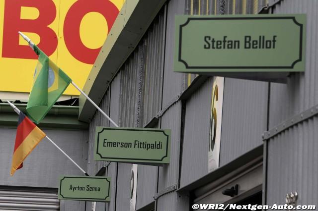 таблички над боксами: Штефан Беллоф, Эмерсон Фиттипальди, Айртон Сенна на Нюрбургринге во время уикэнда Гран-при Германии 2011