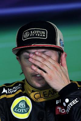 фэйспалмящий Кими Райкконен на пресс-конференции после гонки на Гран-при Испании 2012