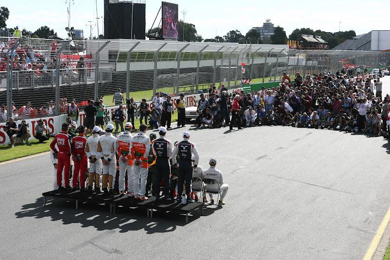 пилоты на фотоссесси по случаю начала сезона на Гран-при Австралии 2012