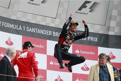 Марк Уэббер прыгает на подиуме Гран-при Великобритании 2012