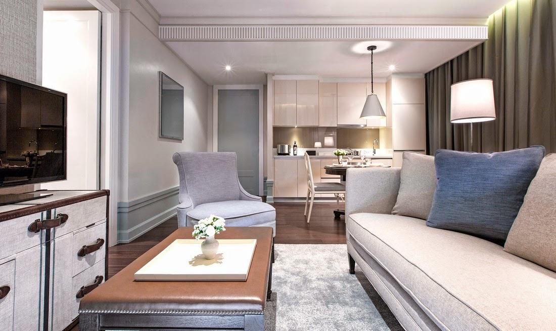 曼谷東方公寓 (Oriental Residence Bangkok)一臥室套房-客廳附設有開放式廚房