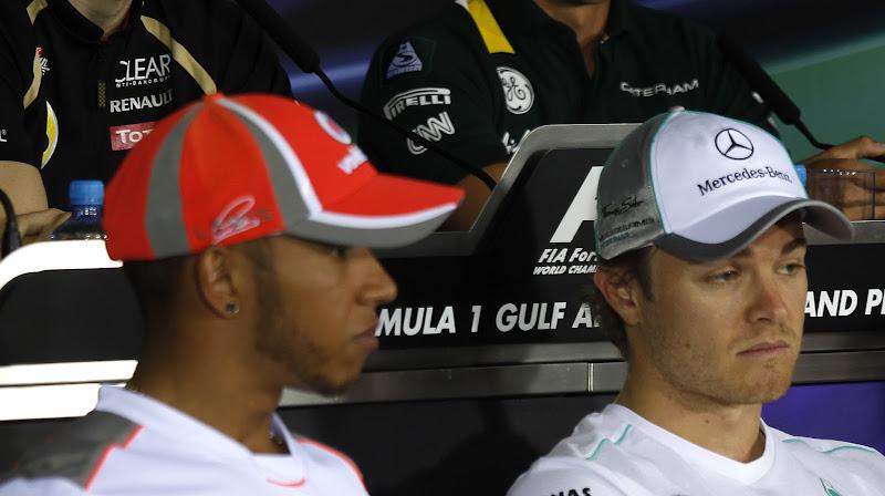 Льюис Хэмилтон и Нико Росберг на пресс-конференции в четверг на Гран-при Бахрейна 2012