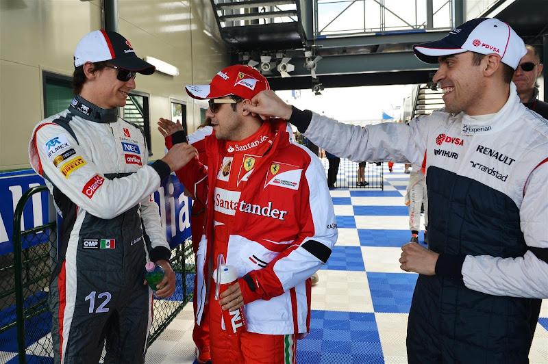 Пастор Мальдонадо дергает за ухо Фелипе Массу на Гран-при Австралии 2013