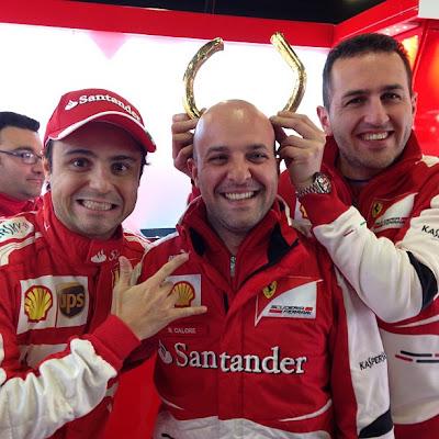 Фелипе Масса веселится с механиками Ferrari 25 февраля 2013