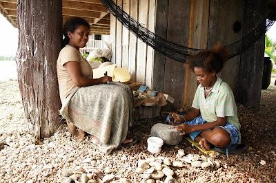 Mono language (Solomon Islands)