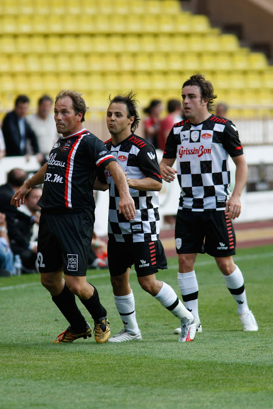 Фелипе Масса и Фернандо Алонсо на благотворительном футбольном матче в Монте-Карло 2011