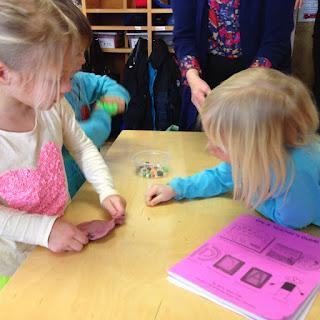 Việc thuận tay của trẻ có ảnh hưởng như thế nào đến quá trình phát triển?