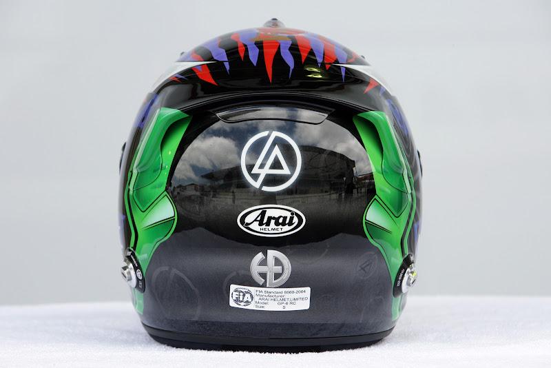 шлем Камуи Кобаяши от Linkin Park на Гран-при Бразилии 2011 - вид сзади