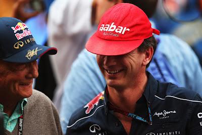 Ники Лауда и Кристиан Хорнер меняются кепками на Гран-при Индии 2013