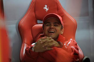 Фелипе Масса смеется в кресле на Гран-при Германии 2012