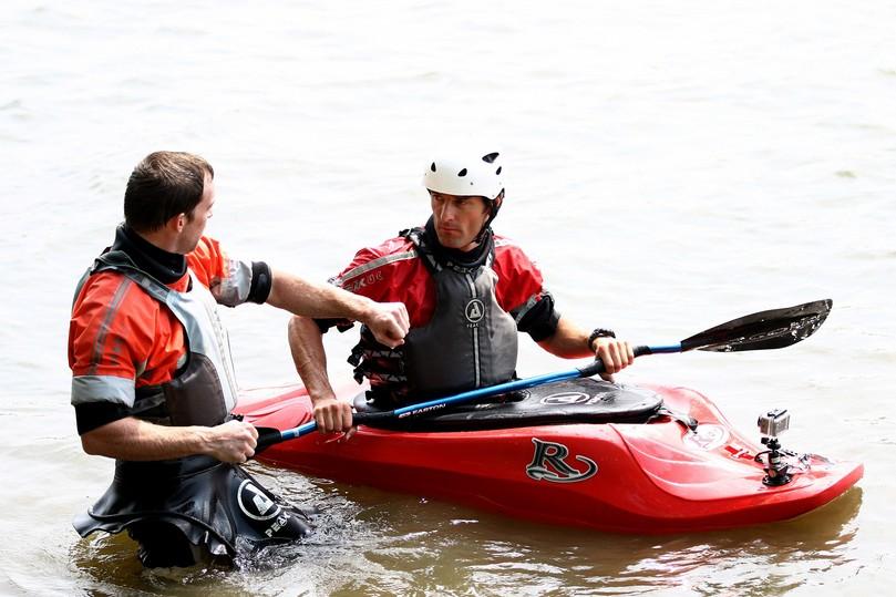 Марк Уэббер и Эрик Гэй в водоеме - каякинг в Монреале