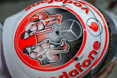 шлем Дженсона Баттона с сумоистами для Гран-при Японии 2013
