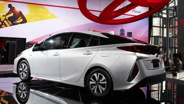 2017 Toyota Prius Prime gets Solar Cell Rooftop Unveiled in US