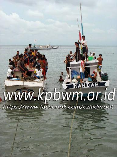sesaat setelah perahu nelayan merapat di dermaga majene