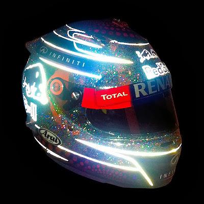 светящийся шлем Себастьяна Феттеля для Гран-при Сингапура 2013