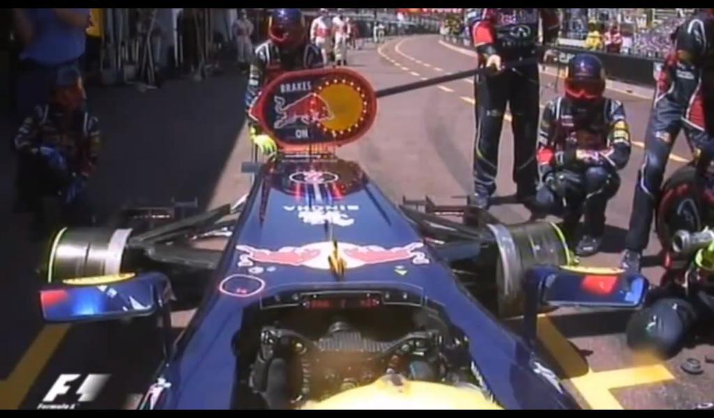 механики Red Bull сидят без резины или пит-стоп Марка Уэббера на Гран-при Монако 2011