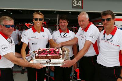 Макс Чилтон празднует день рождения на Гран-при Бахрейна 2013