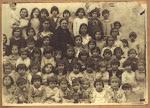 Curso escolar de niñas.Maestra: Dª Manuela Penalva Zaragoza. Años 30 (Biblioteca Municipal de Catral).