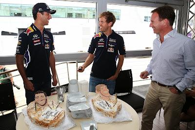 торты на день рождения для Даниэля Риккардо и Себастьяна Феттеля на Гран-при Великобритании 2014