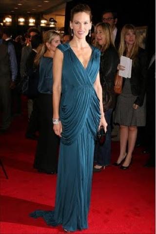 Elegante vestido de noche azul petróleo