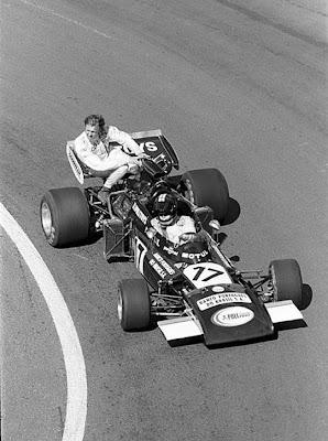 Ронни Петерсон на заднем крыле Карлуcа Паcе на March 771 на Гран-при Франции 1972
