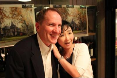 懇親会でのポール・シーリィ博士と塚原美樹の写真