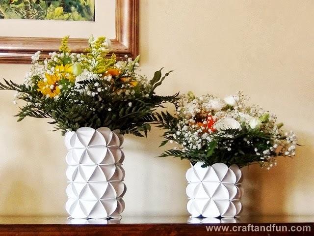 Muito Vaso lindo e diferente feito com garrafa PET e papel | Revista  KK26