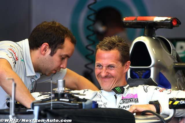 Михаэль Шумахер устраивается в своем Mercedes GP на Гран-при Монако 2011