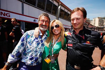 Джерри Холливел фотографируется с Эдди Джорданом и Кристианом Хорнером перед гонкой Гран-при Монако 2011