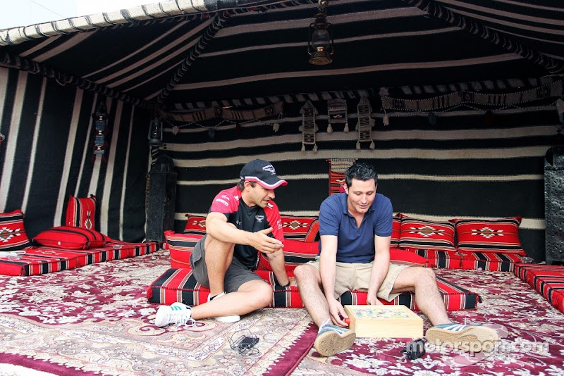 Тимо Глок в палатке с коврами на Гран-при Бахрейна 2012