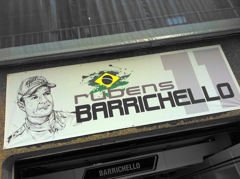 табличка над боксами Рубенса Баррикелло на Гран-при Канады 2011
