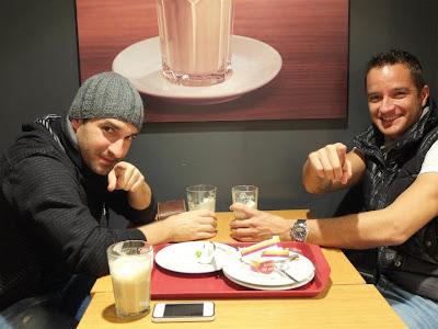 Тимо Глок и Тимо Шайдер в ресторане перед Гонкой чемпионов 2011