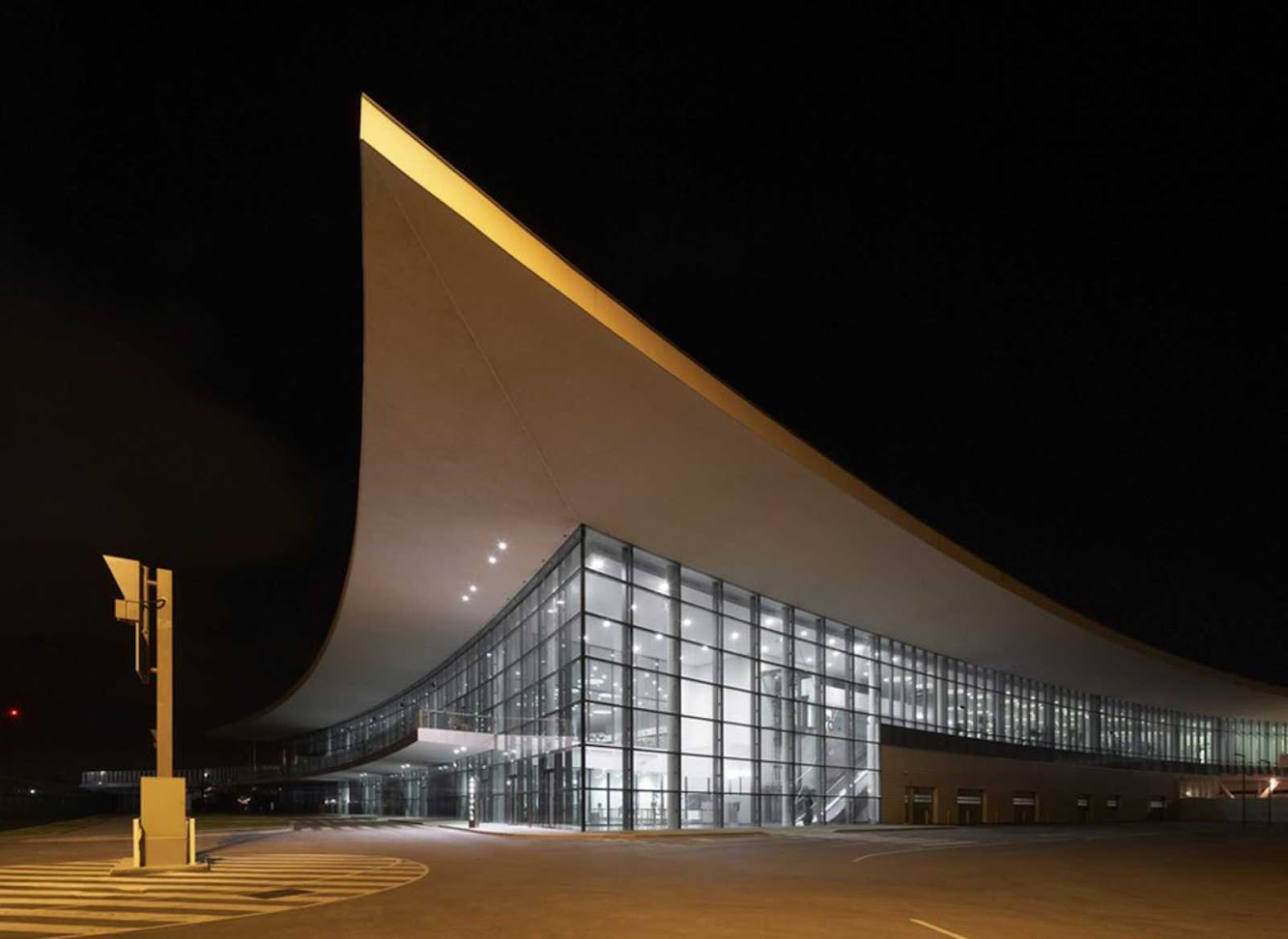 Gibilterra, Gibilterra / Gibraltar: Gibraltar Airport by 3Dreid And Bblur Architecture
