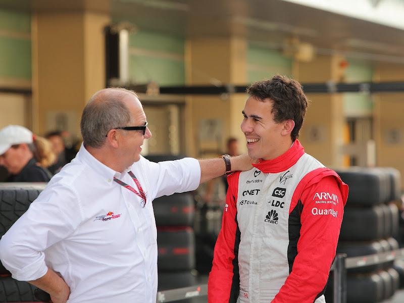 Роберт Уикенс и сотрудник Toro Rosso Яс Марина Гран-при Абу-Даби 2011