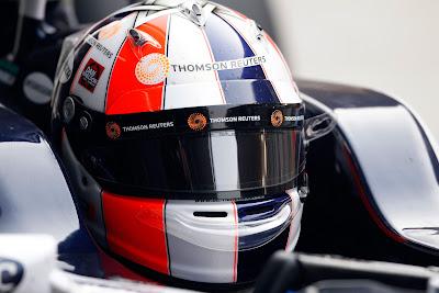 Рубенс Баррикелло в болиде в специальном шлеме на Гран-при Индии 2011