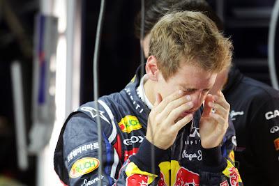 Себастьян Феттель зажмуривает глаза на Гран-при Кореи 2011