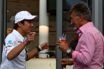 Камуи Кобаяши троллит Эдди Джордана на Гран-при Италии 2011